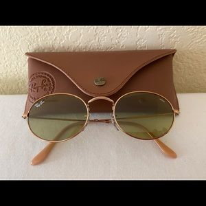 Ray-Ban Oval Flat Sunglasses with Evolve Lens